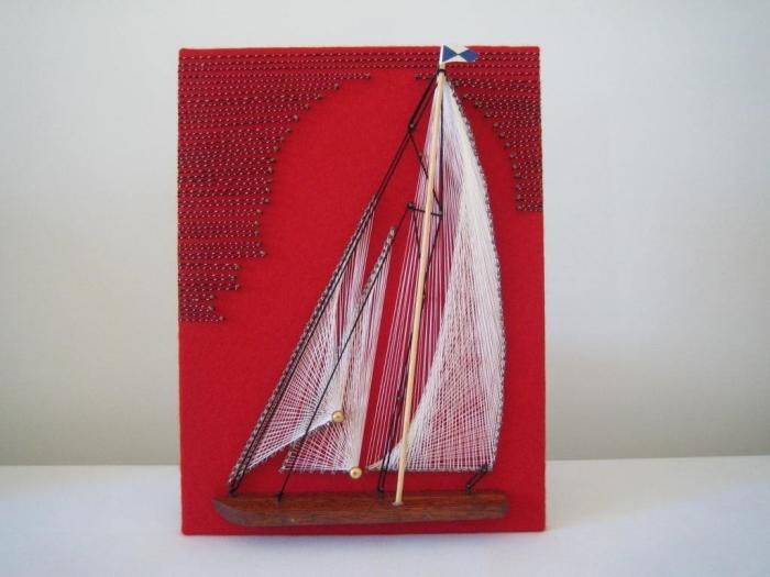 modèle d'objet fait main facile avec un tableau rouge à décoration en fil et clous à design bateau blanc et noir