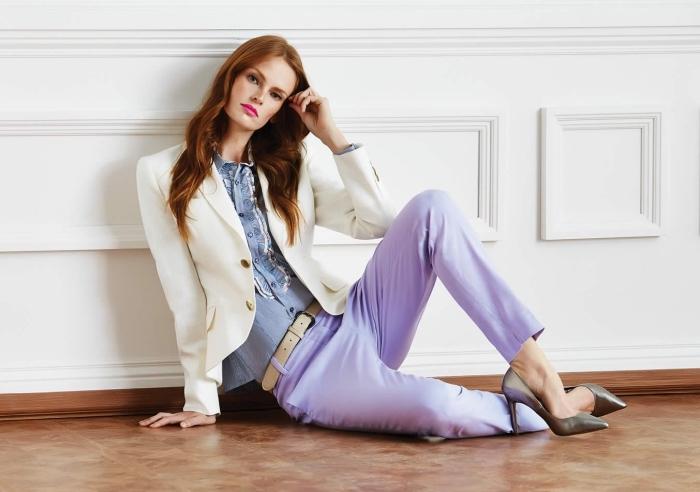 exemple de tenue entretien d embauche femme de style casual smart avec pantalon violet pastel et blazer beige