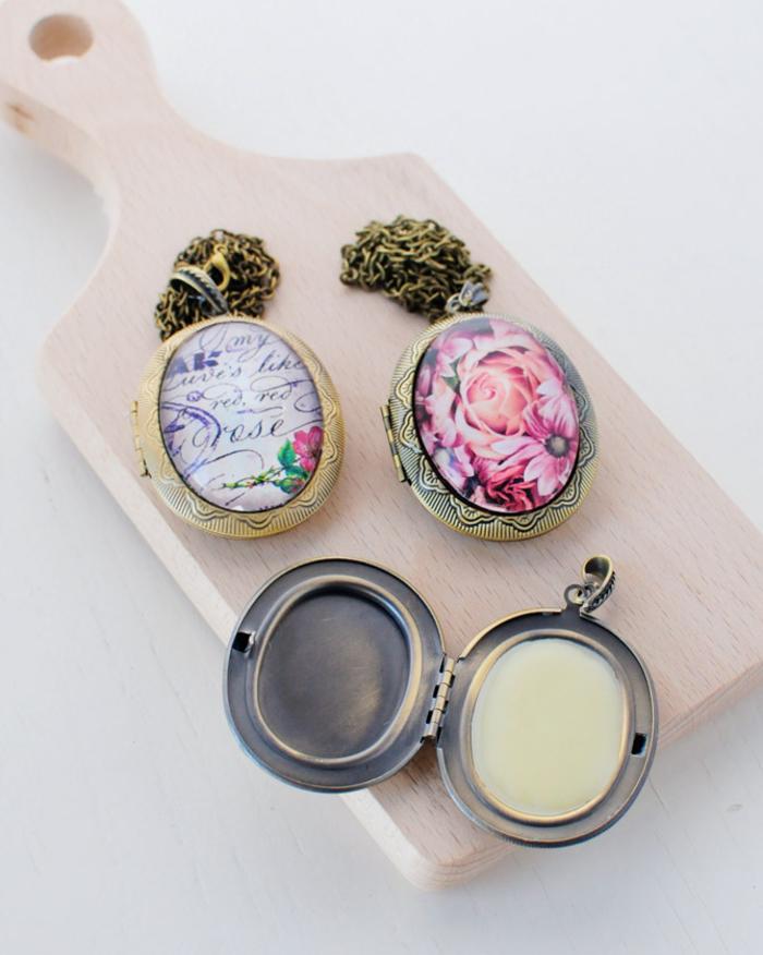recette de parfum solide naturel en médaillon vintage idéal pour un cadeau fête des mères