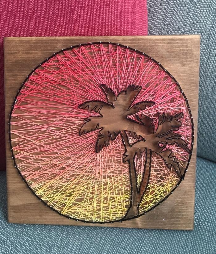 activité manuelle pour faire une fantastique création DIY avec planche de bois marron et fil en forme de paysage exotique