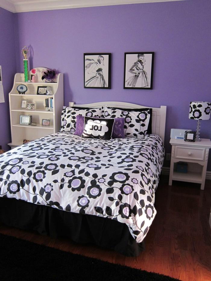 deco de chambre fille ado aux murs en lila, peinture chambre fille moderne tendance, deux tableaux aux cadres noirs au-dessus du lit, couverture de lit avec des motifs grandes marguerites en blanc, noir et lila, meuble d'angle en couleur ivoire