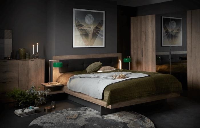 idée quelle couleur associer au gris dans une pièce adulte avec meubles de bois foncé et sol couvert de tapis rond en nuances de gris