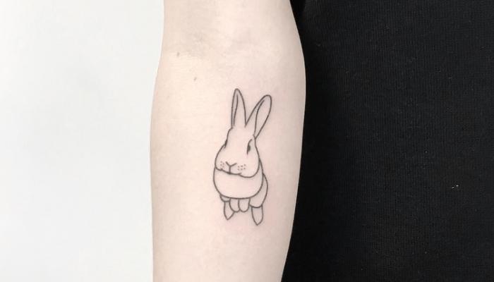 idée pour un dessin ultra mignon en encre à graver sur le corps, modèle d'art corporel aux motifs animaux avec tattoo lapin