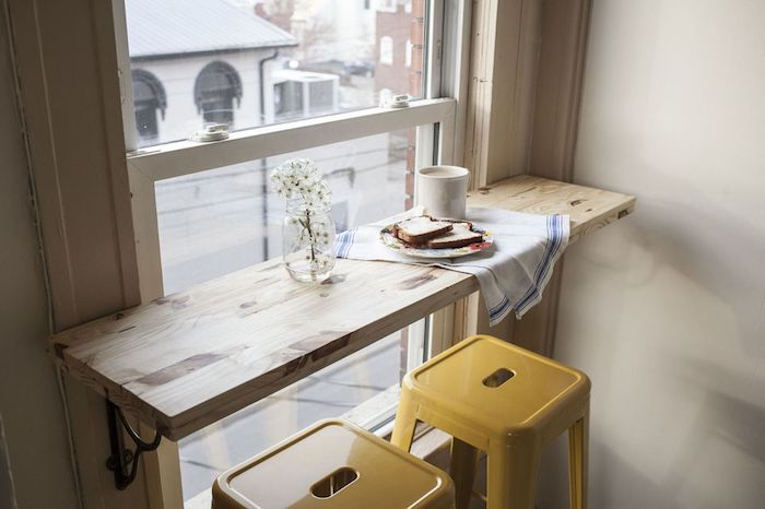 Idee deco peinture salon cosy décoration intérieure salon chambre à décorer coin à manger devant le fenetre petite table