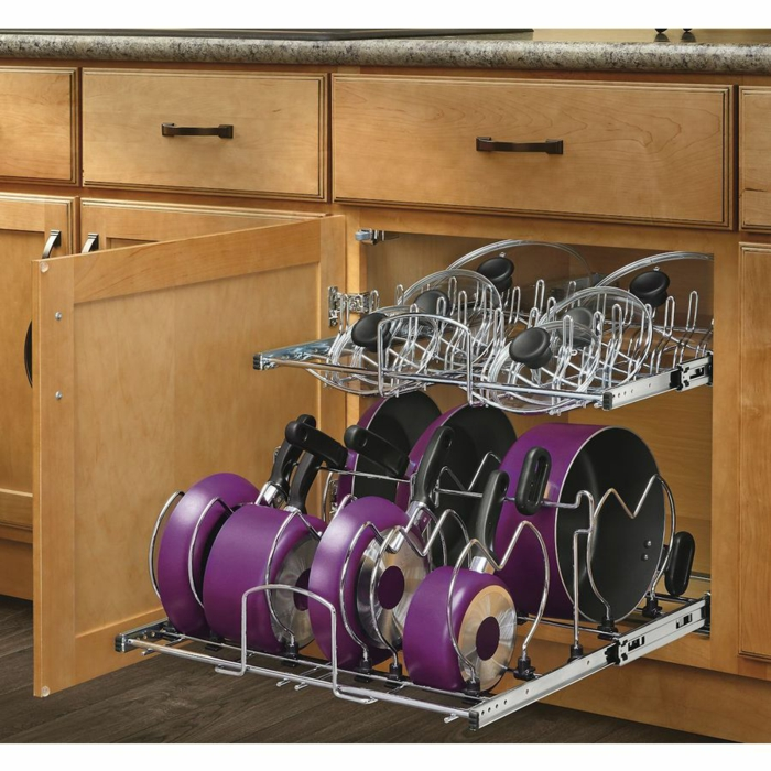 idée rangement cuisine, set de casseroles et des poêles en couleur mauve avec des couvercles transparents, rangement placard, meuble angle cuisine