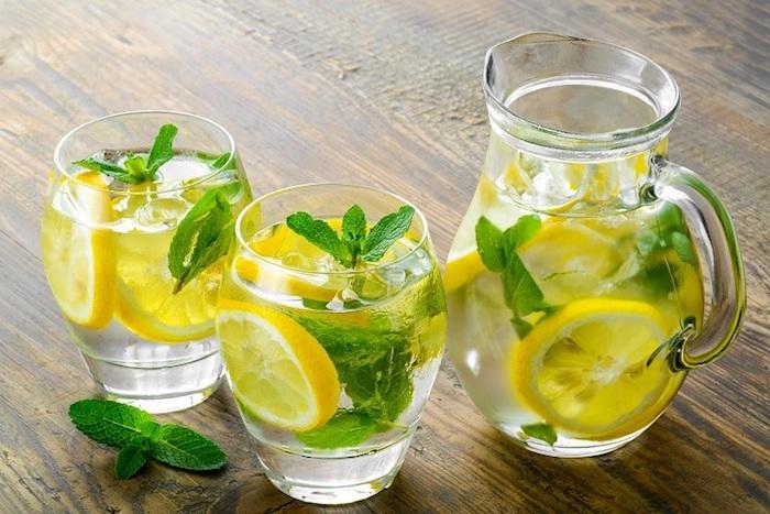 Une recette detox citron miel cannelle pour retrouver un ventre plat vie saine menthe et citron infusion chouette pour les intestins