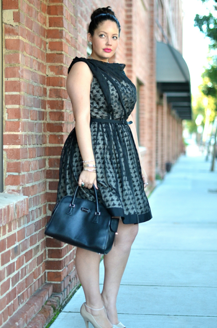 adopter le vetement grande taille femme d'une façon jolie, robe pointillée avec tulle, modèle noir