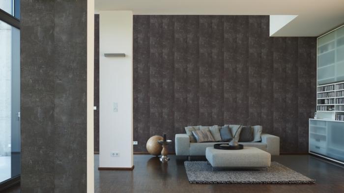 déco moderne et stylée dans un salon avec bibliothèque blanc et verre, pièce aux murs de couleur gris taupe