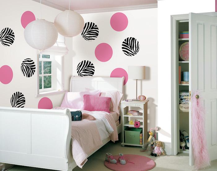 idée couleur chambre fille pour peinture mur blanc avec pois roses et zebre