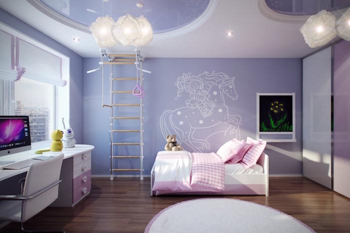 idée chambre bébé petite fille avec peinture violet lavande et meubles blanc et rose sur parquet plancher