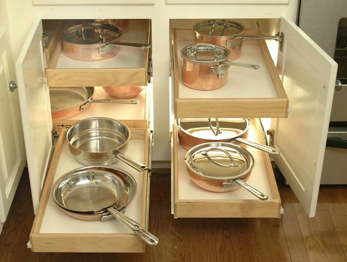 idée rangement cuisine, casseroles, ustensiles et poêles brillants, rangement coulissant cuisine, amenagement interieur, tiroir de rangement
