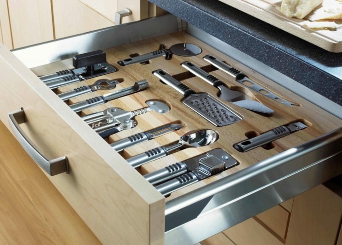 amenagement placard cuisine, ustensiles bien rangés, tiroir bien organisé, rangement placard, idée rangement cuisine, exemple de rangement tiroir