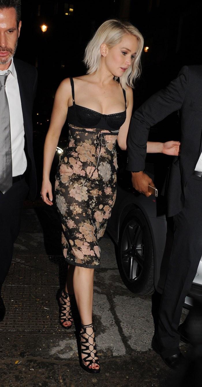 Tenue chic femme idée mariage tenue habillée idée robe a porter bustier robe fleurie