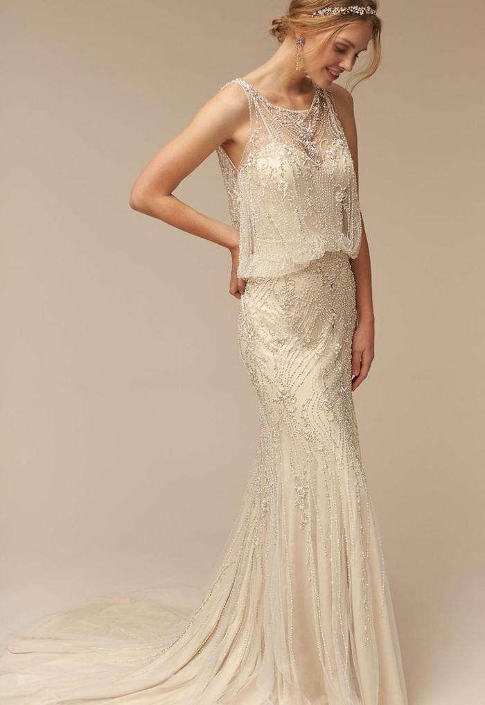robe sirene mariee, robe de mariée sirene, décolleté grec, top et jupe décorés de petites pierres brillantes Swarovski, tenue en couleur ivoire