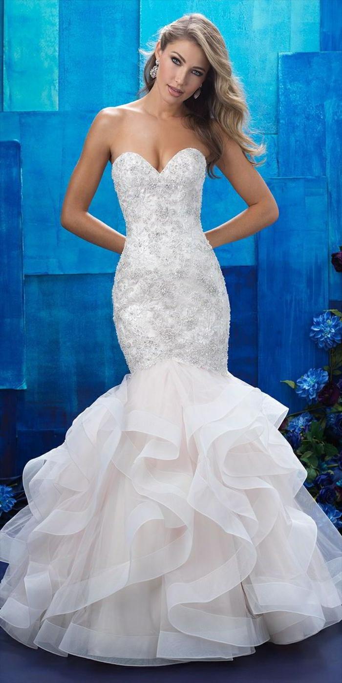 silhouette de sirène, robe de mariée fourreau, volants en organza, fil d'argent, robe de mariée près du corps, silhouette élancée