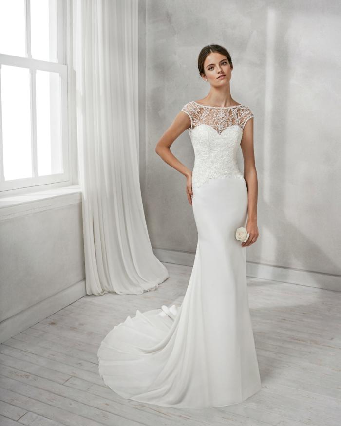 robe sirene mariee, robe mariage sirene, robe de mariée bustier, tissu satiné, manches courtes, dentelle transparente sur les épaules
