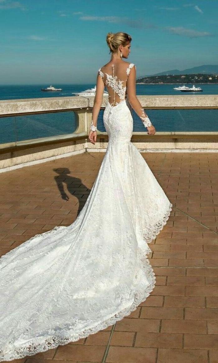 robe de mariée moulante, robe sirène dentelle, allure classe, démarche a petits pas, robe sirene mariage, robe de mariée sirene dentelle, finesse de silhouette