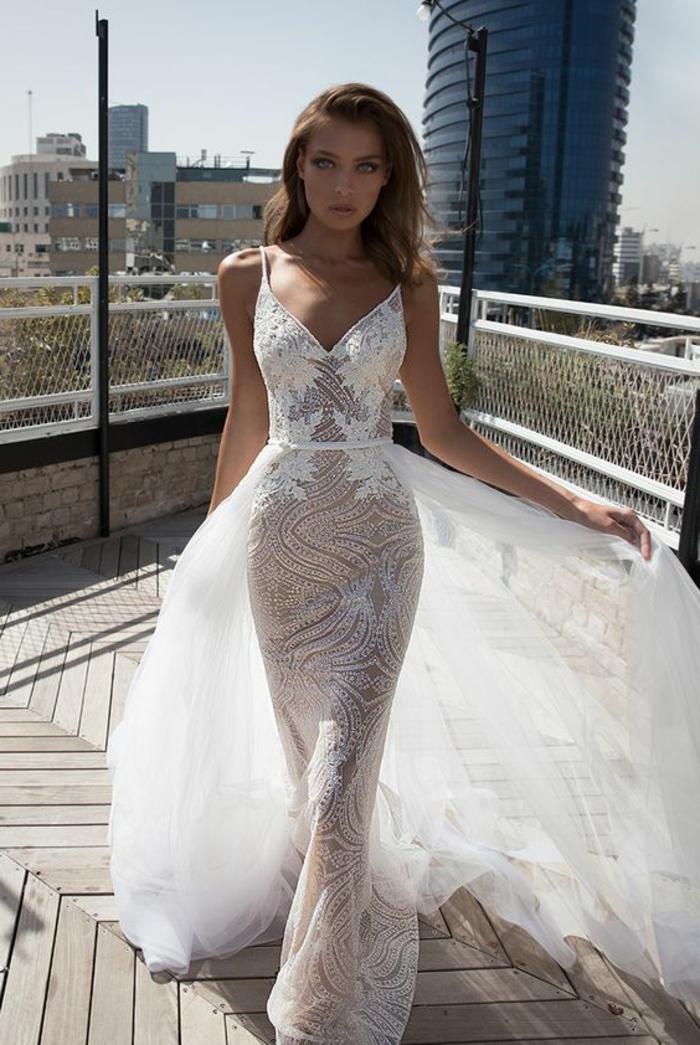robe de mariée moulante, traîne longue transparente blanche, décolleté en V, sans manches, modèle hautement transparent, robe mariée fourreau