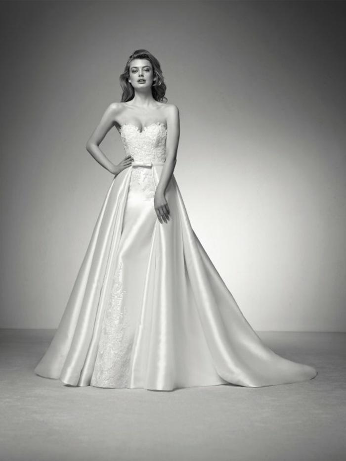 robe de mariée près du corps, robe de mariée sirène, robe de mariée moulante, robe mariage sirene, bustier ouvert et moulant sur le buste