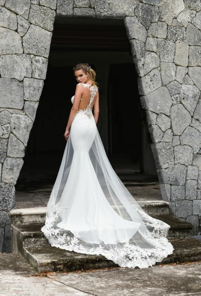 robe sirene mariage, robe mariée fourreau, robe de mariée dentelle, traîne longue, dentelle blanche sur les ourlets, dos avec bande fine de dentelle blanche