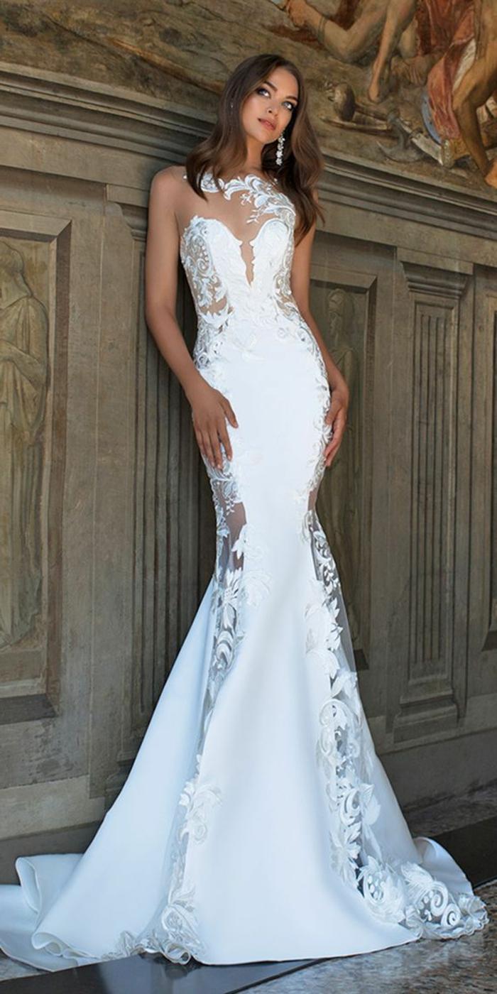 robe sans manches, robe aux épaules nues, robe de mariée fourreau, robe de mariée sirène, robe de mariée bustier, col ras de cou sublimé en dentelle motifs fleuris