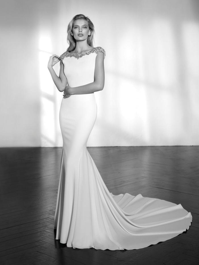 robe sirène dentelle, épaules en dentelle au fil argenté, robe de mariée moulante, silhouette sublime, sans ornements, modèle épuré et minimaliste