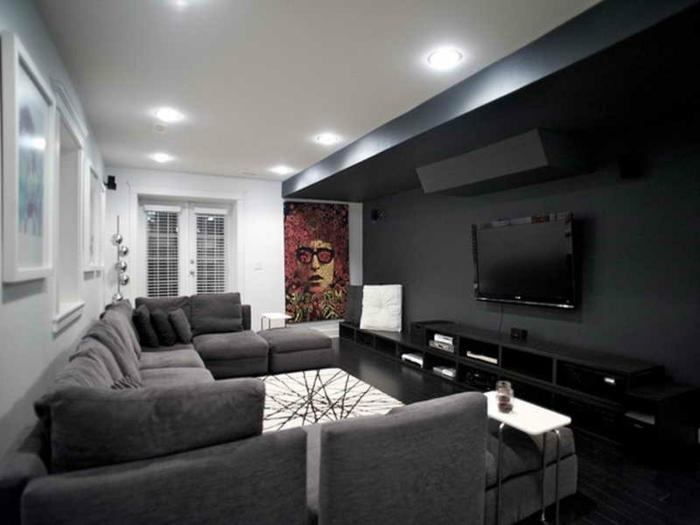 salon gris et blanc, tapis blanc, lampes encastrées, meuble tv noir