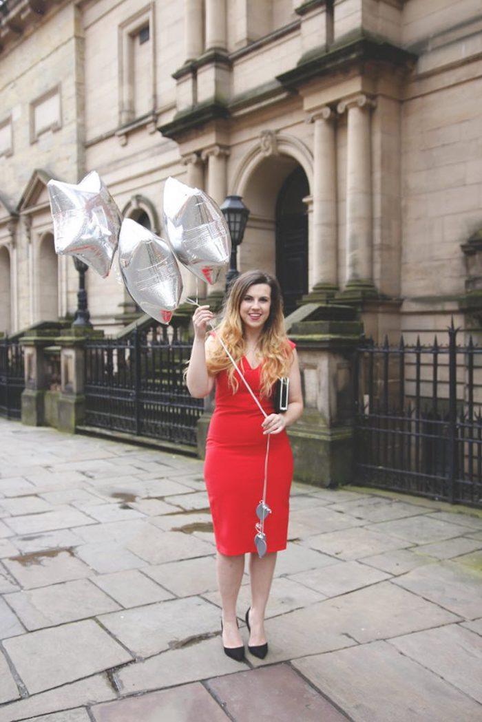 Tenue invitée mariage occasion spéciale robe habillée femme style rouge courte
