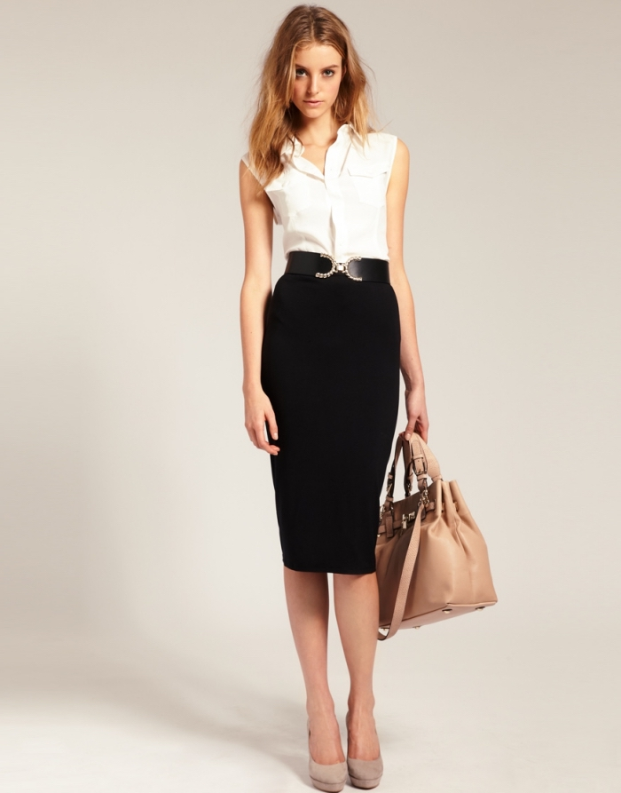 idée comment bien s'habiller en style professionnel aux couleurs neutres avec jupe noire et chemise sans manches blanche