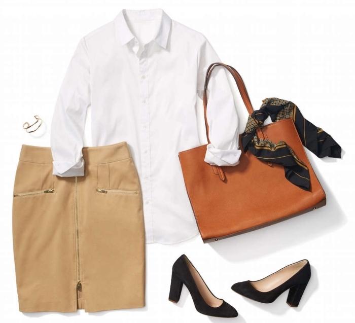 combiner une jupe de couleur beige avec chemise blanche et sac à main de cuir marron, code vestimentaire pour embauche