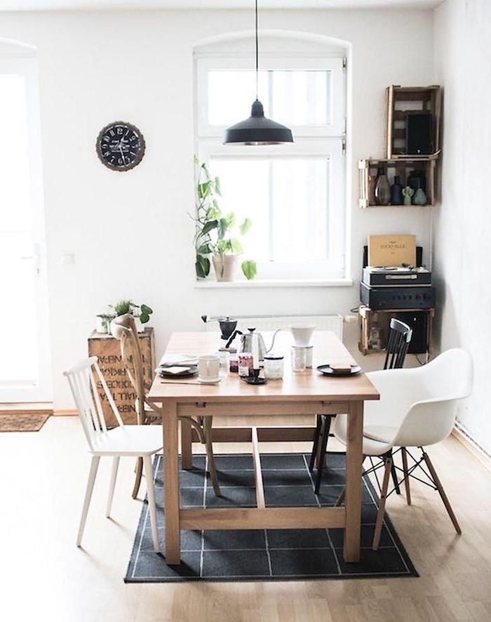 Amenager petit salon aménager un salon en longueur scandinave déco table à manger chaises scandinave style