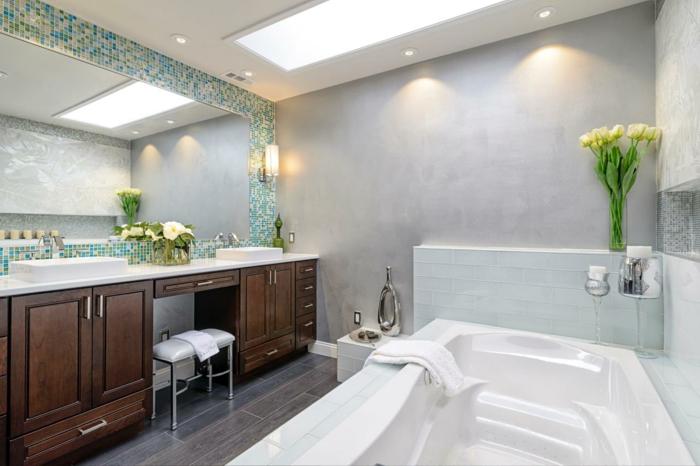 plante salle de bain, plantes d'appartement, salle de bain verte, dalles carrelage gris imitation parquet effet usé, meuble marron foncé et plan surface blanc, baignoire en style spa avec hydromassage