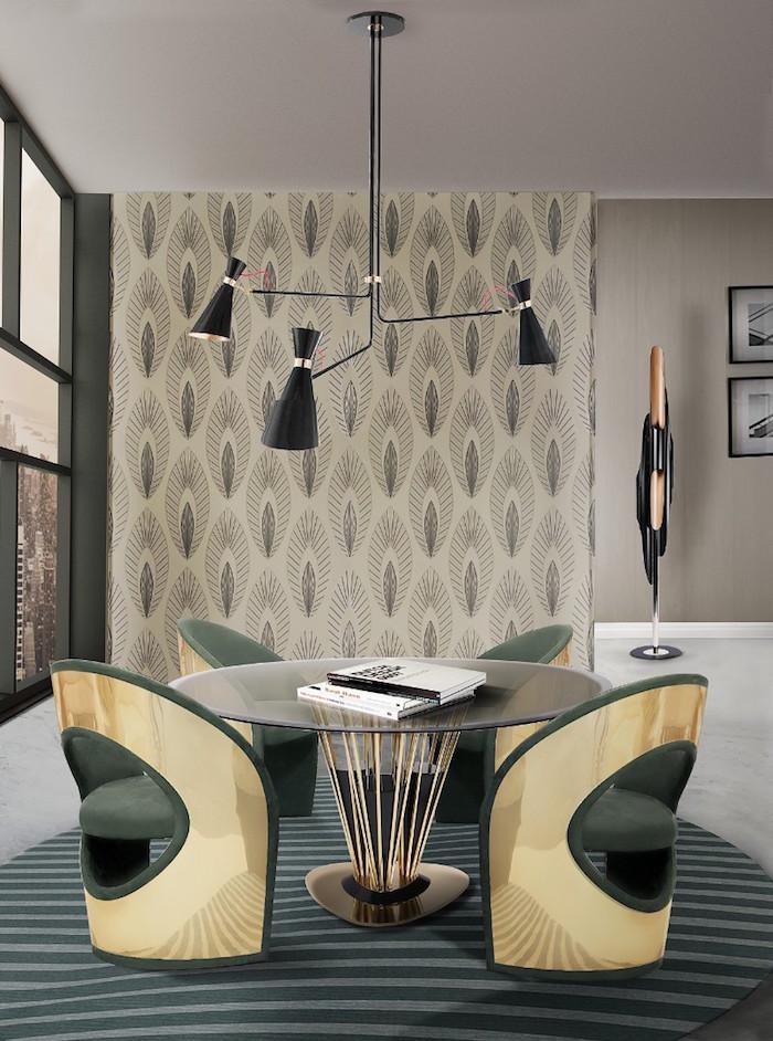 salle à manger design avec meubles de designer style rétro avec table ronde en verre et fauteuils en velours vert et or