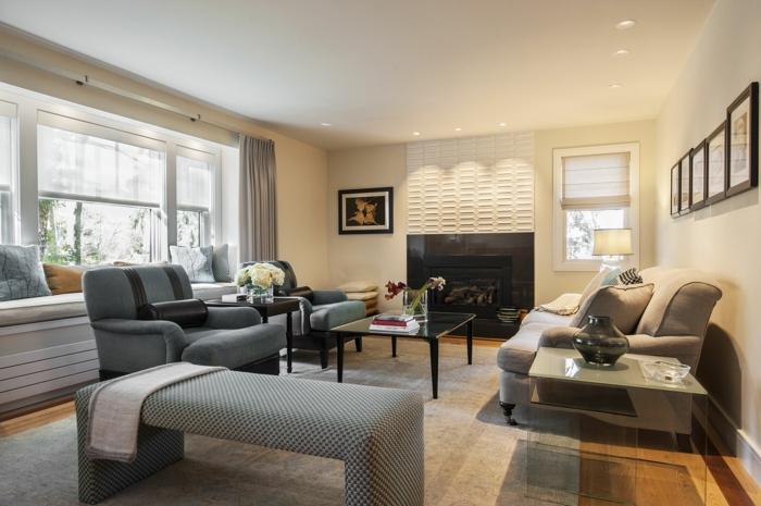 déco intérieure salon, meubles gris, table basse rectangulaire, tapis en beige et gris, cheminée noire