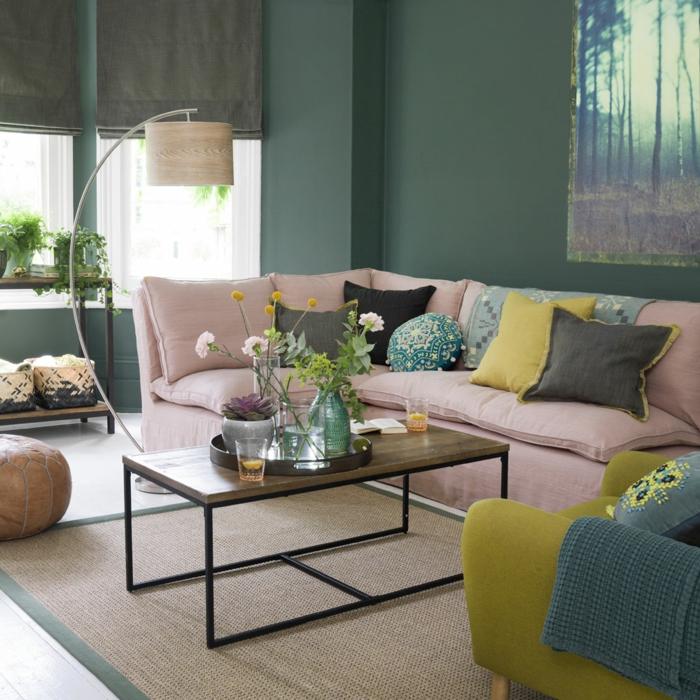 salon beige et gris, décoration intérieure salon, coussins verts, noirs et gris, sofa d'angle taupe clair