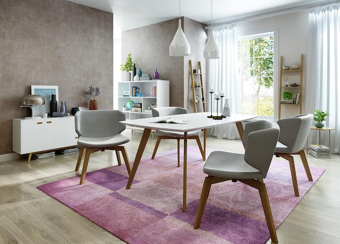 salle à diner style scandinave avec table et chaises design en bois et murs gris taupe