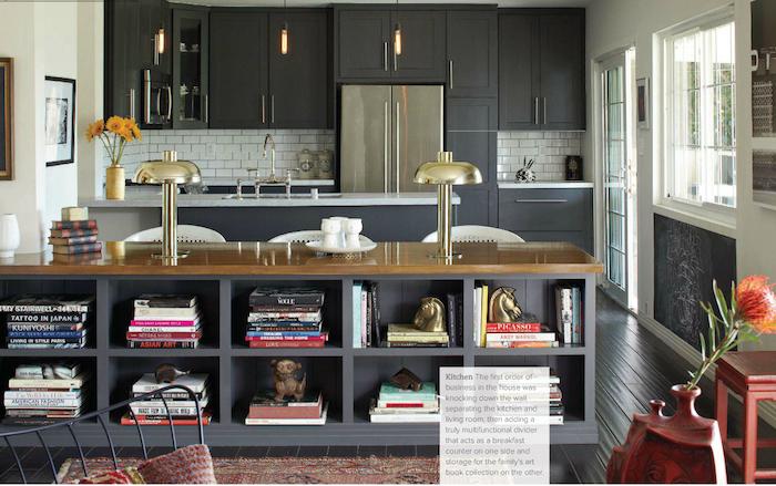 ilot bibliotheque bois et gris anthracite comme meuble séparateur de cuisine