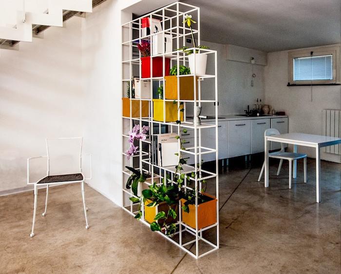 etagere en métal blanc pour jardiniere d'intérieur pour séparer salon