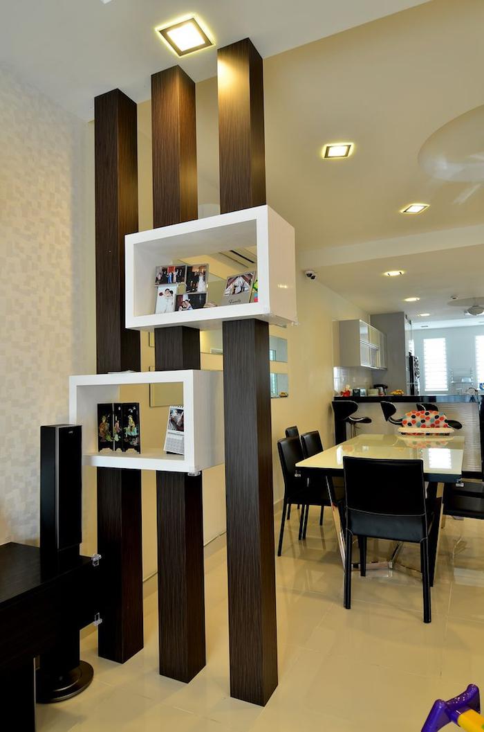 colonnes avec rangements comme meuble séparateur pièces ouvertes