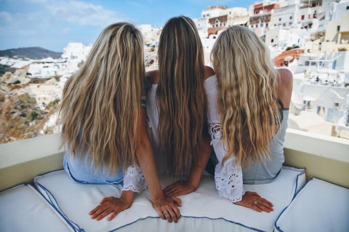 comment éclaircir ses cheveux naturellement, cheveux de base châtain foncé aux mèches et pointes blond foncé
