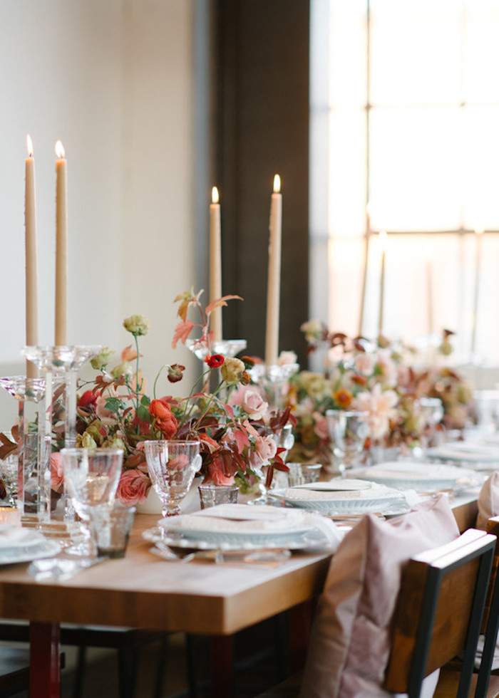 Marque place mariage centre de table mariage la salle de mariage idée déco longue table bien dressée