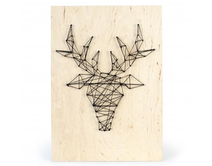 comment faire une déco de style minimaliste avec un objet DIY fabriqué avec planche de bois et fil noir en forme de cerf