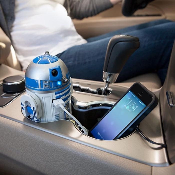 idée cadeau pour homme à design smart technologie et voiture, accessoire voiture moderne avec un chargeur