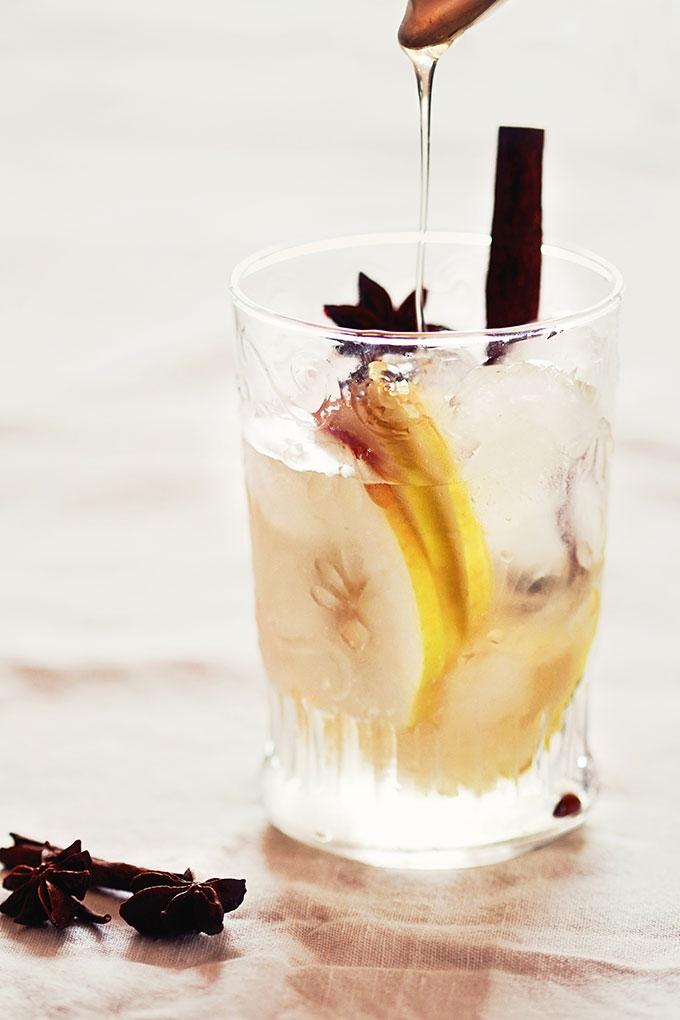 Nettoyer les intestins avec du citron detox ventre plat boisson gourmande eau avec miel pomme et cannelle