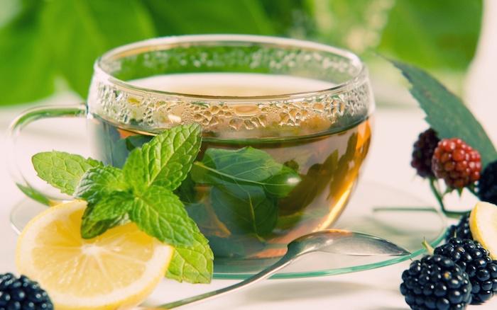 Thé menthe en combinaison avec de citron detox boisson detox citron gingembre cool idee facile à preparer
