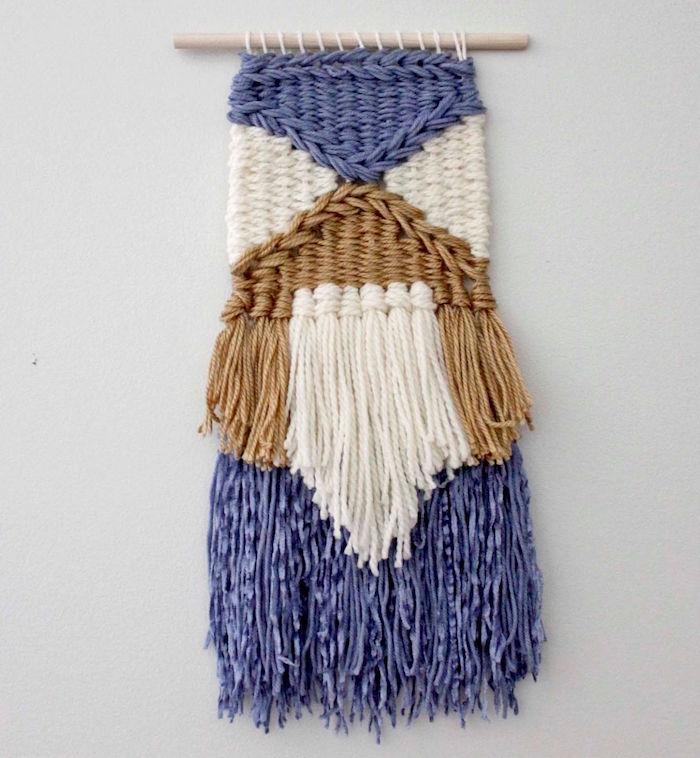 macramé diy mural pour décoration intérieur en laine avec broderie bleu blanc marron