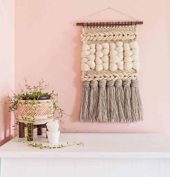 tuto tissage laine diy pour déco mur rose fait main