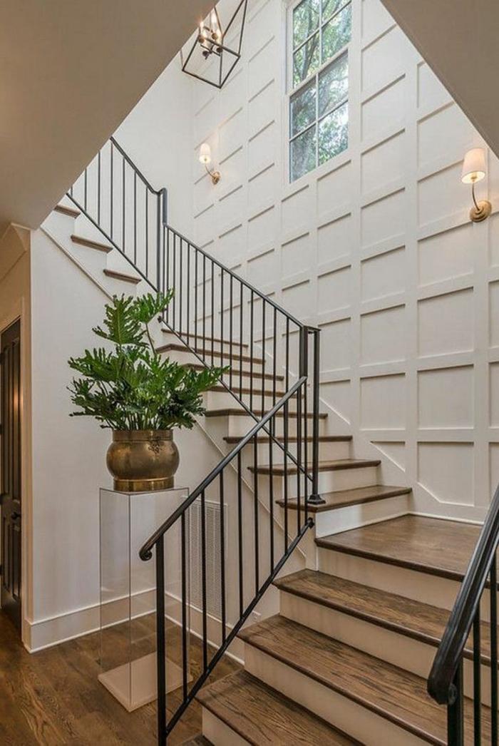decoration couloir moderne, escalier tournant super élégant, lustre lanterne, parement mural blanc