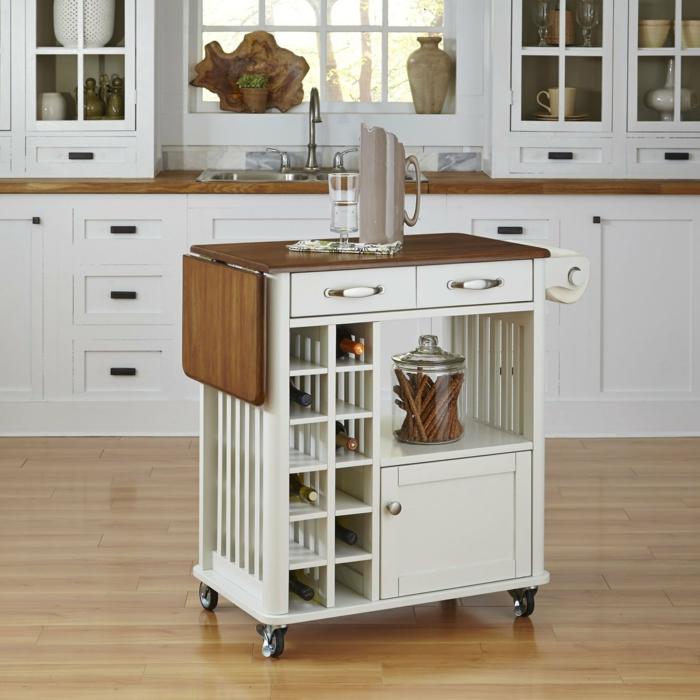 meuble avec des étagères casiers, plan surface en bois pvc marron, parquet lisse nuances beiges et marron délicates, rangement placard cuisine
