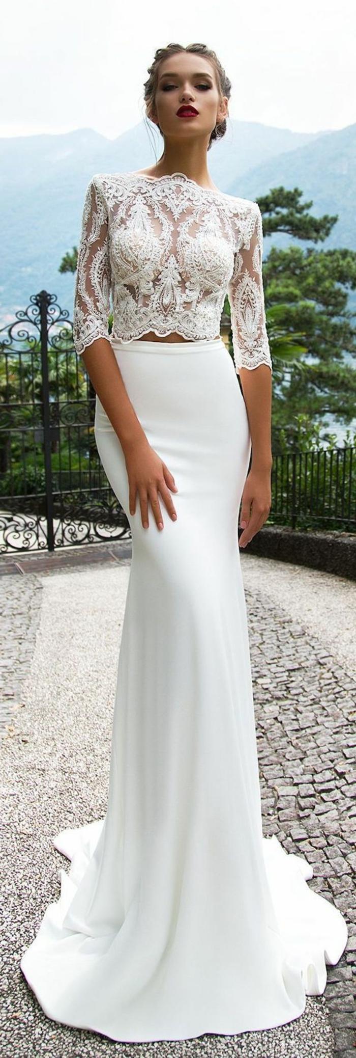 robe sirène dentelle en deux parties, blouse manches longues, dentelle blanche, jupe très moulante en satin blanc, robe de mariée dentelle